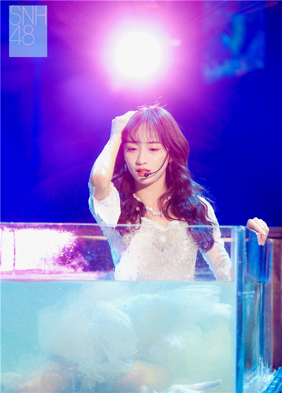 SNH48 GROUP 第四届年度金曲大赏回顾:舞美道具创意十足